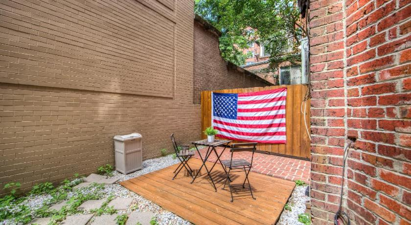 Five Beds & Patio in Center of DC