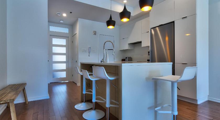 two bedroom condo. Two Bedroom Condo near Little Italy 6590 Avenue de l Esplanade Montreal  Book online Bed
