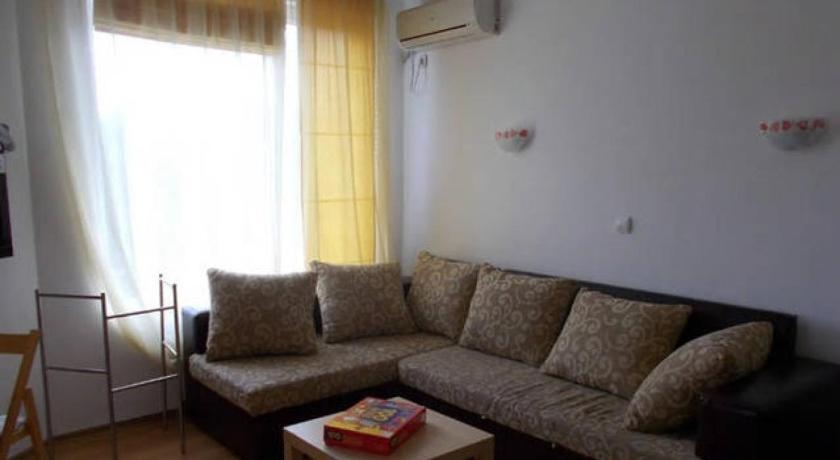 Alexander Apartment in Laguna Complex