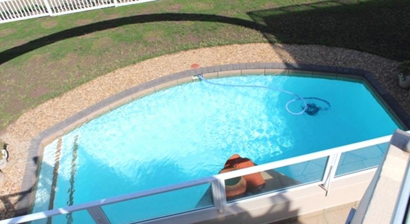 Bazén Dolphin Cove Self Catering Apartment