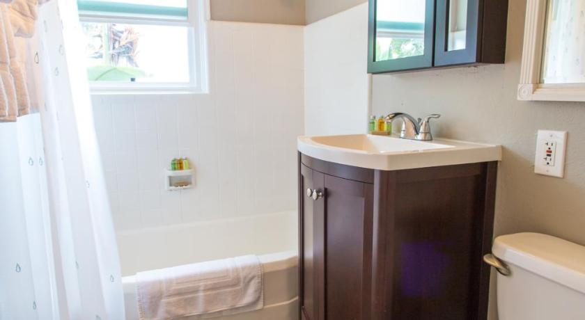 Bathroom One-Bedroom on La Jolla Boulevard I