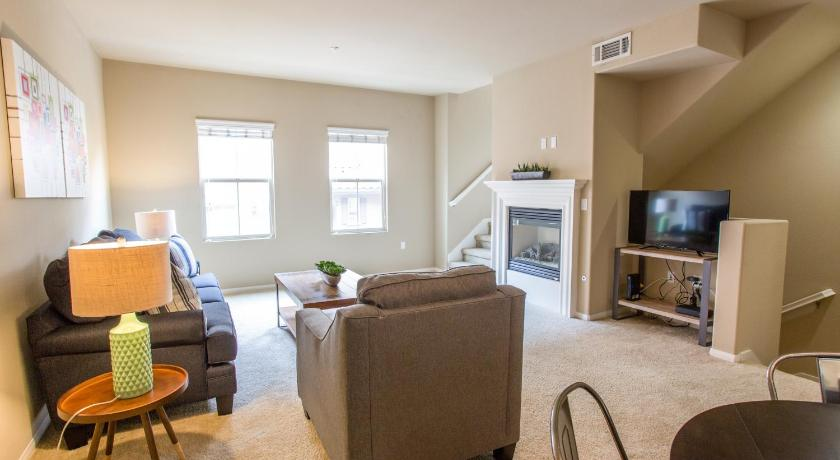 Three-Bedroom Townhouse - Separate living room Townhouse on Medici Way 2