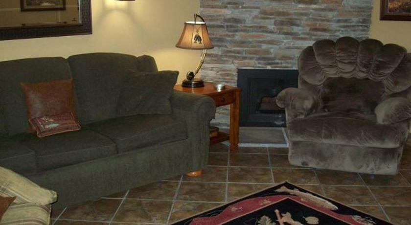One Bedroom Condo in Downtown Gatlinburg (Unit 702)