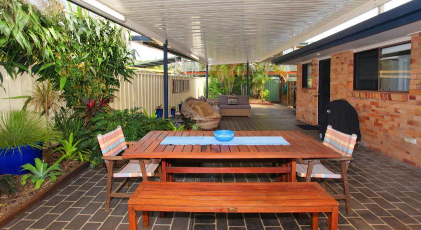 See all 24 photos 35 Oogar Street Holiday Home