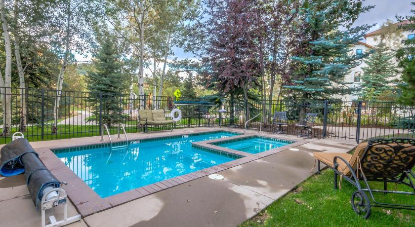 Swimming pool Evergreen Townhome