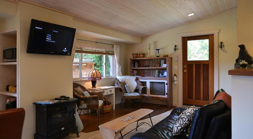Casa Bella Guesthouse On Sechelt Inlet 7117 Road