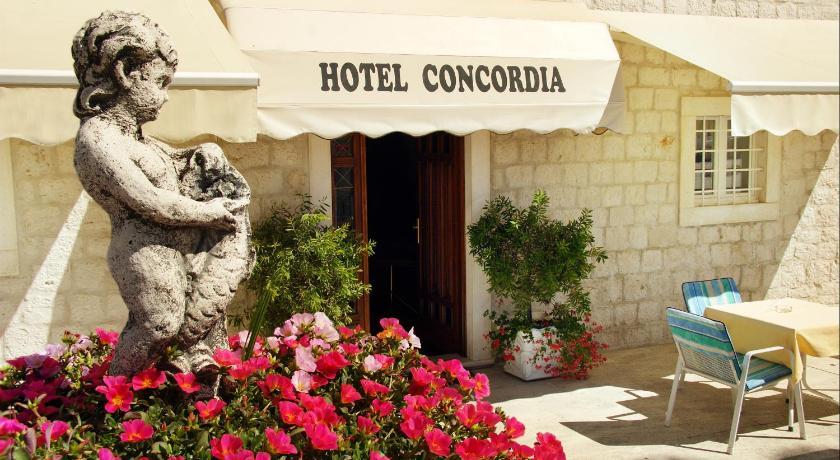 Hotel Concordia Obala Bana Berislavica 22 Okrug Gornji / Bušinci
