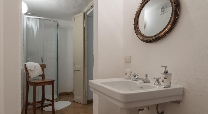 Double Room with Shared Bathroom - Bathroom Villa del Cigno