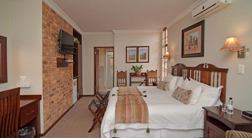 Deluxe Double or Twin Room with Balcony - Guestroom Africa House Guesthouse