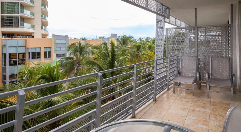 One-Bedroom Apartment on Collins Avenue 311