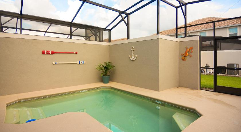 Piscina Storey Lake Townhome