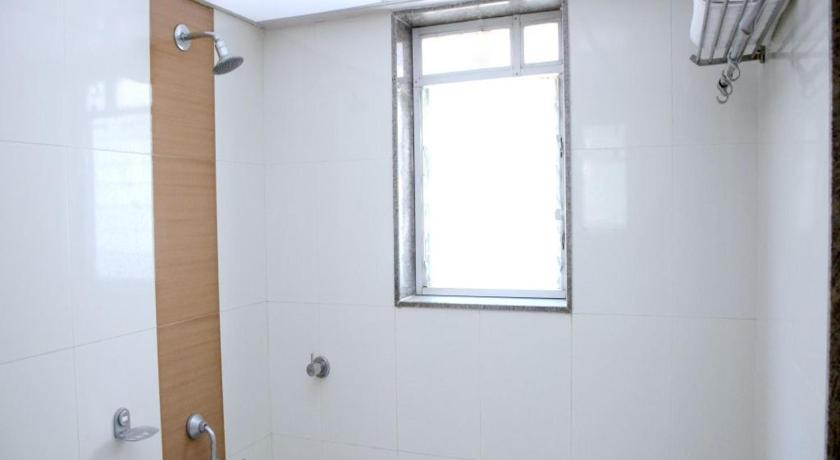 Bathroom OYO Rooms Karve Road Erandawna