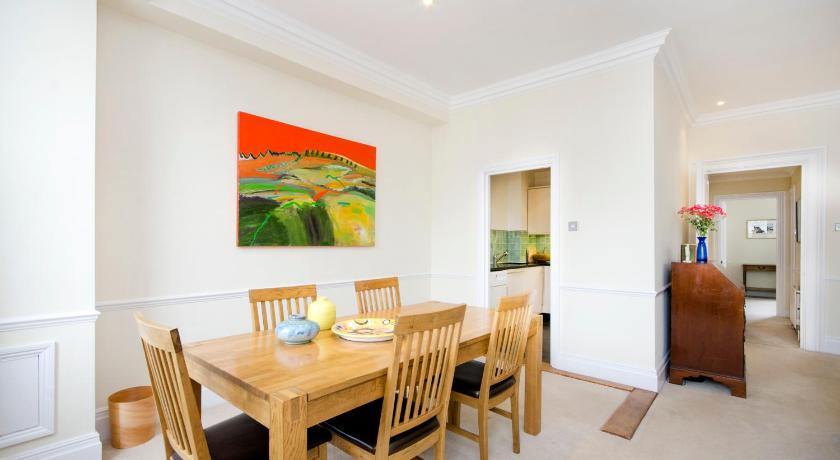 Queens Gate Gardens Apartment