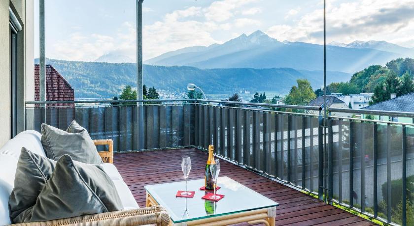 Design apartment mit terrasse adults only book online for Designhotel innsbruck