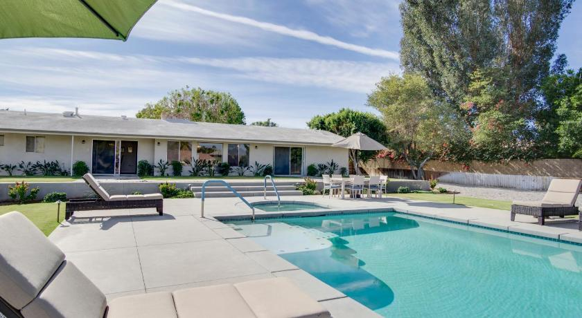 Mais sobre Mid-Century House in Palm Desert