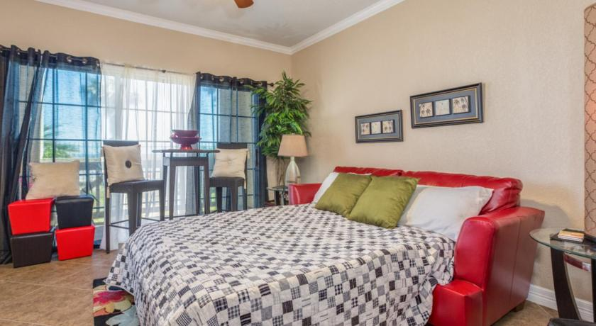A Relaxed Coastal Condo in Galveston - Steps from the Beach Apts