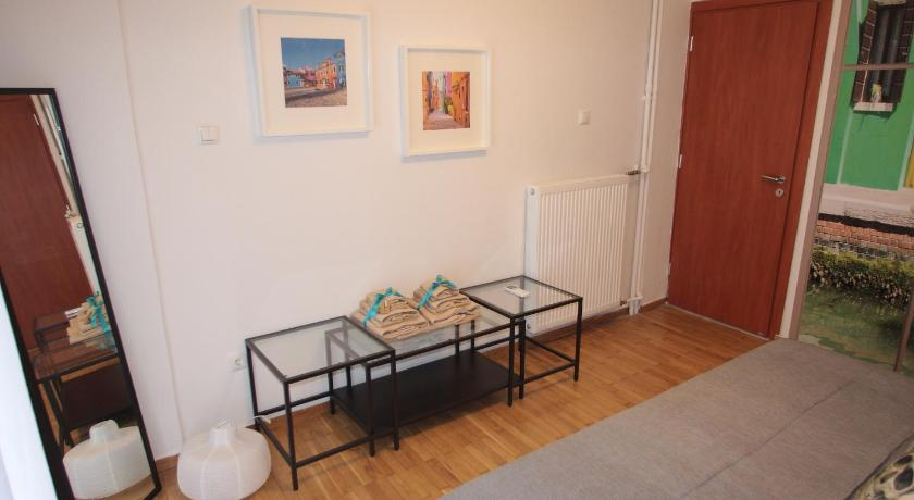 Apartment with Balcony - Guestroom Hometown Apartment 3