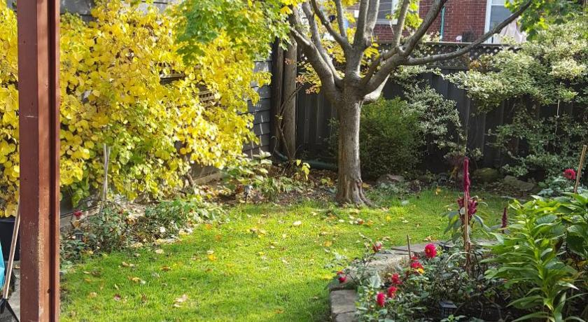 Holiday Home - Garden Midtown Toronto Home