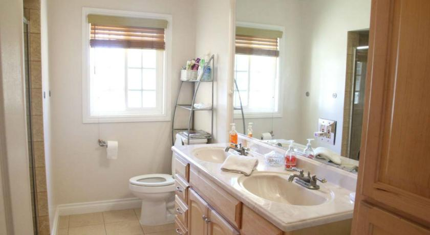 Bathroom Perfect 3bd House in Tarzana