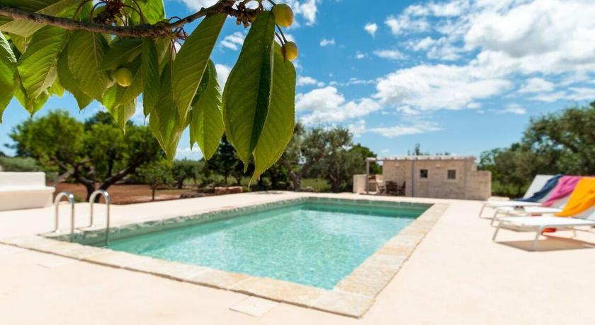 Swimming pool Holiday home Trulli Prima Pietra