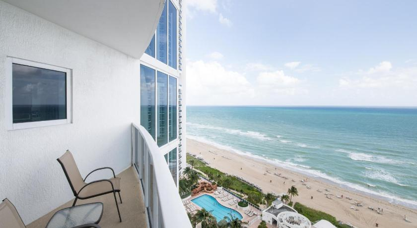 Terrazzo/balcone onefinestay - Miami Beach Private Homes