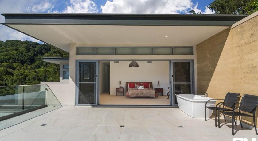 Seven-Bedroom House Currumbin Heights