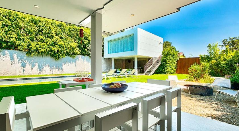 Modern Architectural Oasis 118163-104546