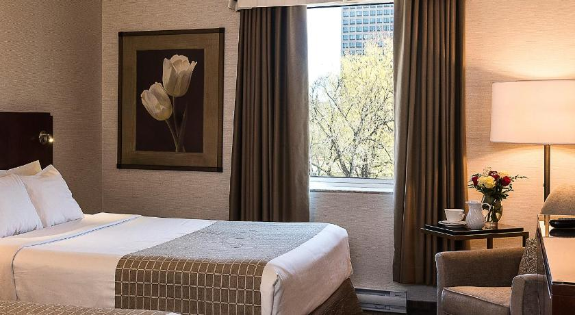 Queen Room with Two Queen Beds and Park View - Pokoj pro hosty Lord Elgin Hotel