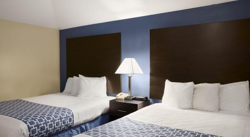 Guestroom Days Inn & Suites by Wyndham Cherry Hill - Philadelphia