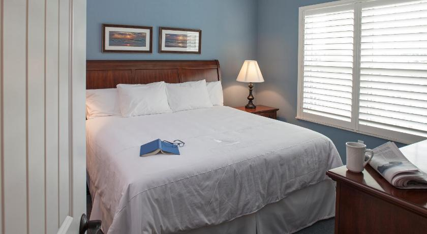 Two-Bedroom Villa - Guestroom Bluewater by Spinnaker Resorts