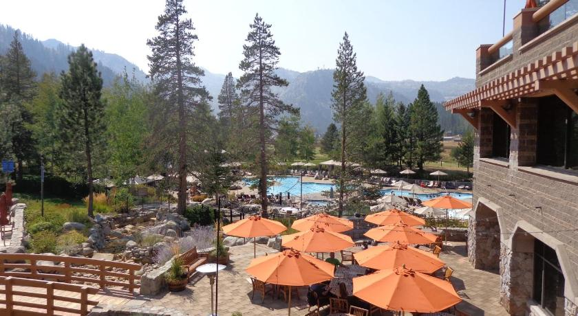 Swimming pool Resort at Squaw Creek Hotel Suite