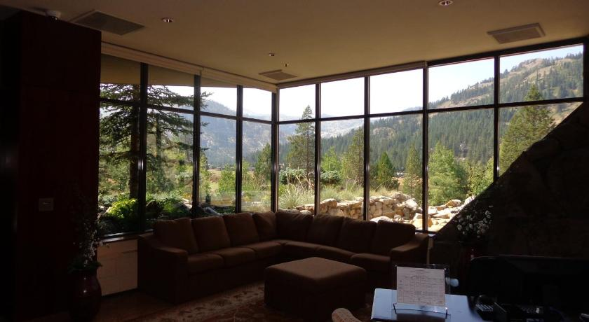 Lobby Resort at Squaw Creek Hotel Suite