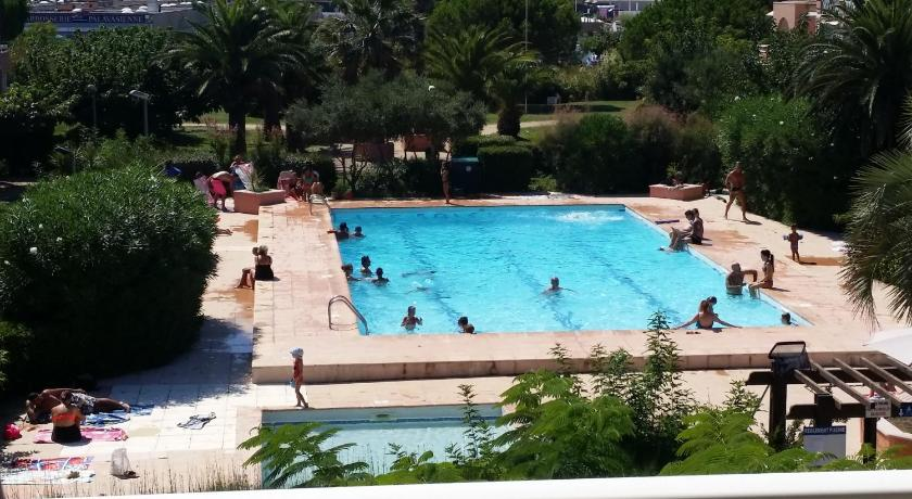 Swimming pool Appartement Les Solleillades