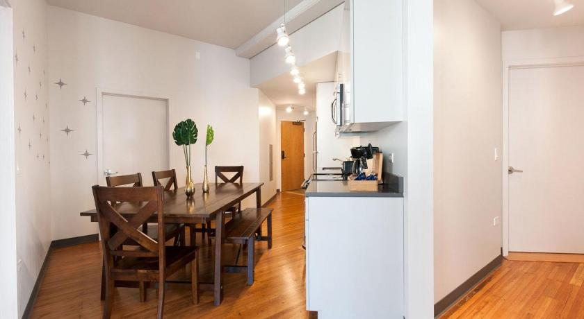 Three-Bedroom on W Van Buren Street Apt 801