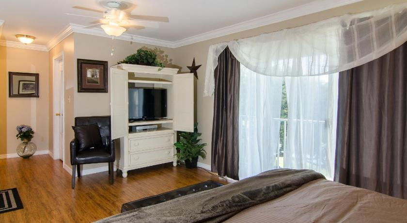 See all 22 photos Bayou Village 625 Three-Bedroom Apartment