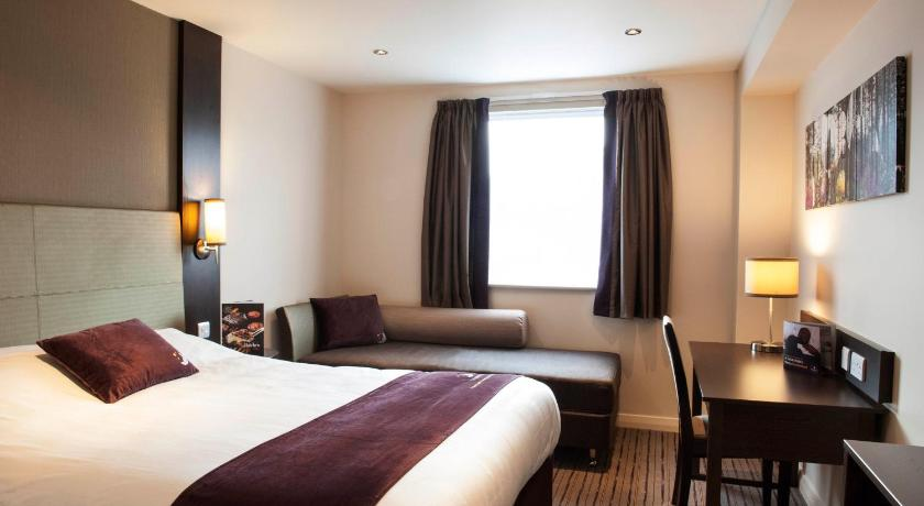Double Room - Guestroom Premier Inn Fort William