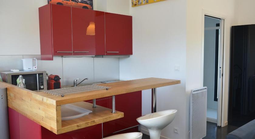 Studio Moderne Aménagement Architecte | Book online | Bed ...