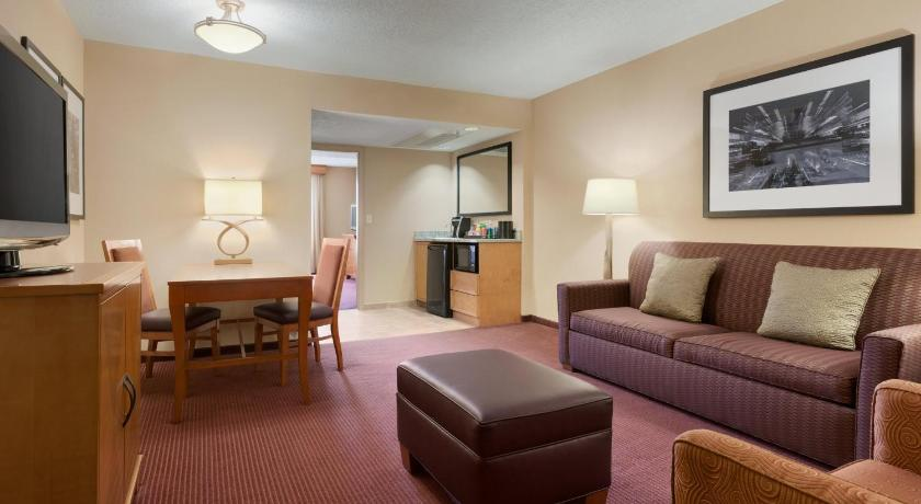 Separate living room Embassy Suites Kansas City International Airport