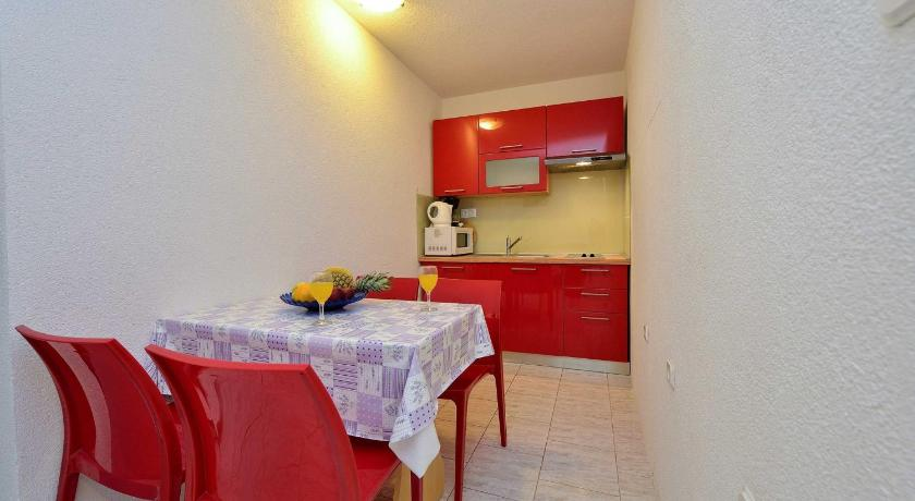 Two-Bedroom Apartment in Drage I