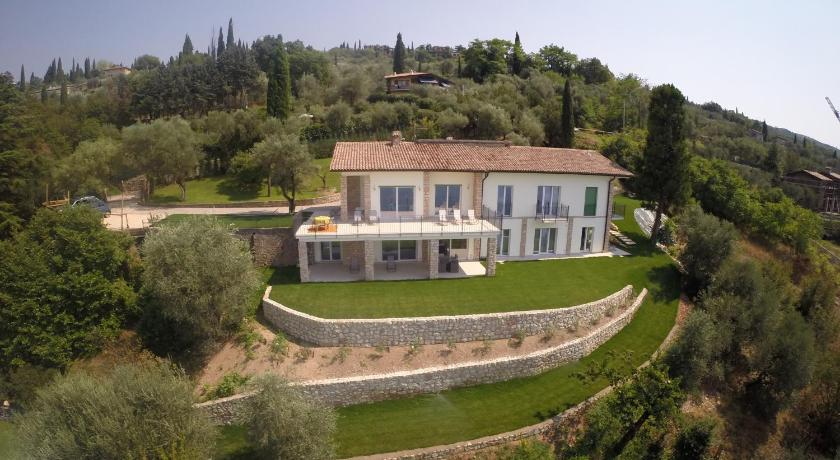 More about Villa Paola