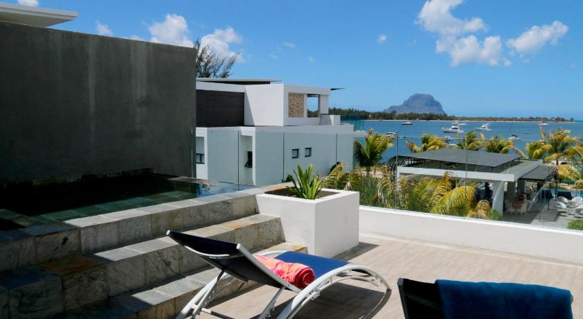 altan/terrasse Latitude Seafront Penthouse with Private Plunge Pool