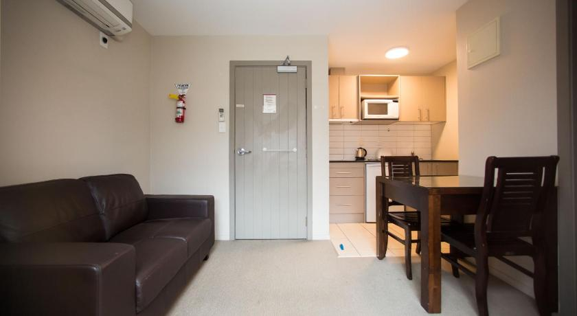 Inner City Two Bedroom Apartment Free Parking