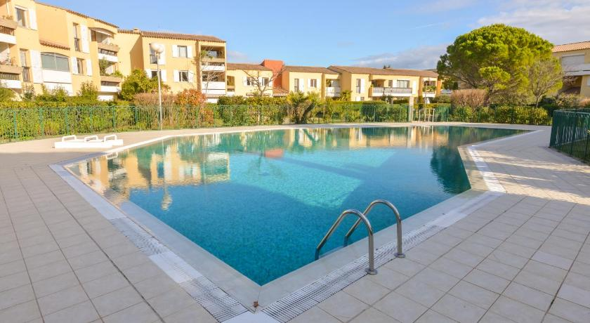 Swimming pool Apartment Avenue Des Terrasses