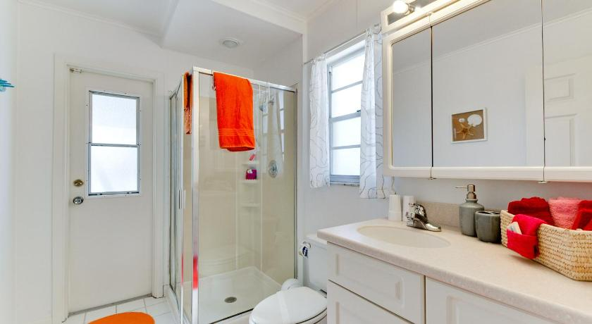 Bathroom Sailors Dream Three Bedroom Home