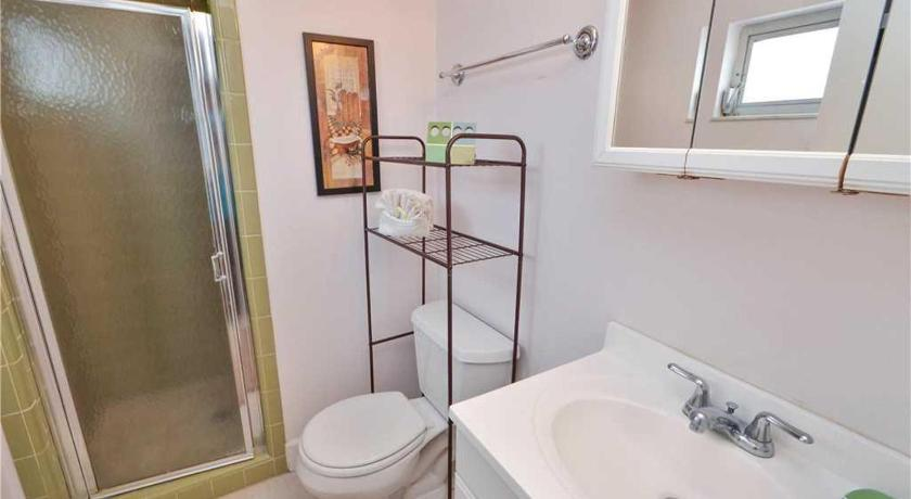 Two-Bedroom Apartment - Shower Waves - Two Bedroom Condo - 19