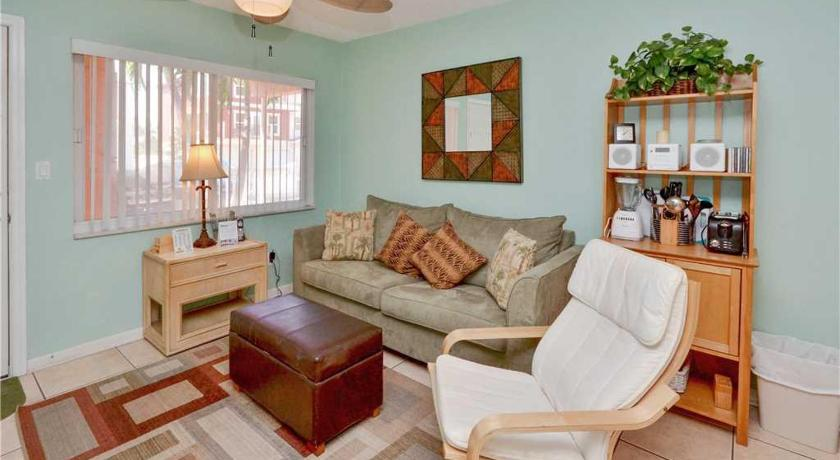 Tropic Breezes - One Bedroom Condo - 9