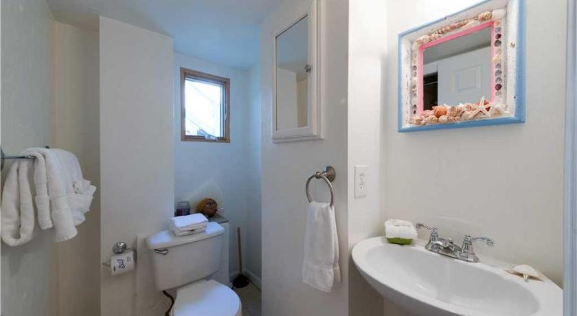 Bathroom Sun Burst- Three Bedroom Home