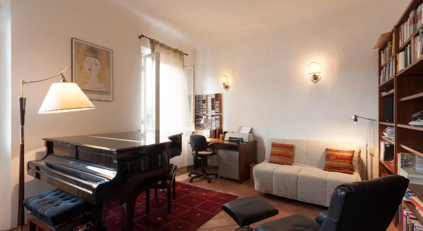 Grand Piano Apartment 29 Via Romana Florence