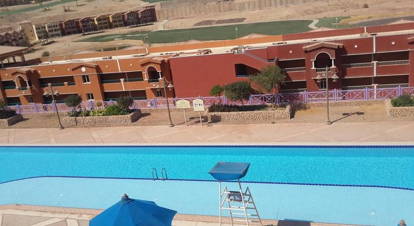 Piscina Two-Bedroom Chalet in Porto Sokhna(Families Only)