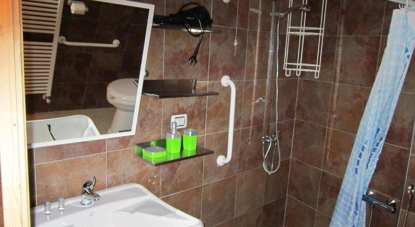 Double Room - Disability Access - Bathroom B&B La Gerla Blu